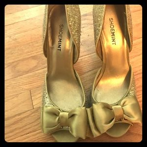 Gold sequin high heels with bows